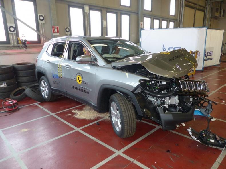 dtest crashtest jeep compass 2017 nez visl testy aut. Black Bedroom Furniture Sets. Home Design Ideas
